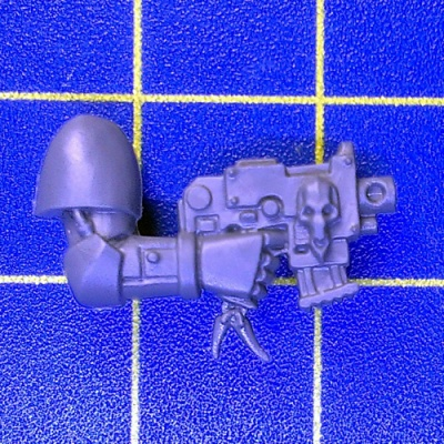 Wh40k SW Pack Bolt Pistol Right B